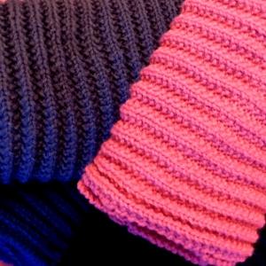 b868f2584335 Tricoter une écharpe en fausses côtes anglaises