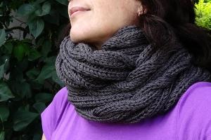 tricoter un snood avec des torsades