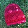 Un bonnet à rayures obliques