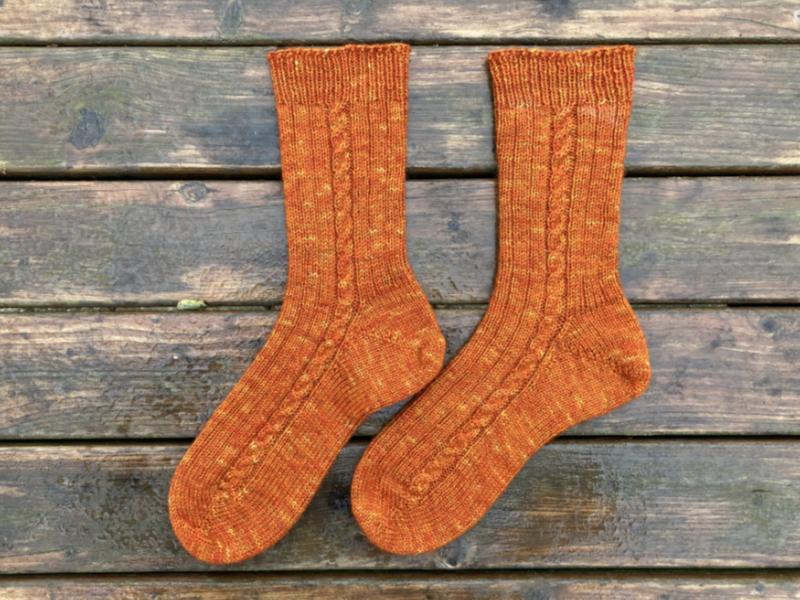 tricoter des chaussettes a torsades